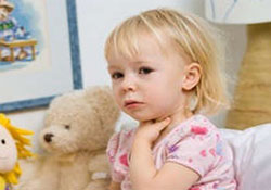 Symptoms of lacunar tonsillitis in a child